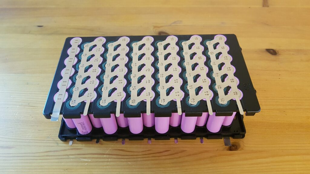 Li-ion akkupaketti nikkeli